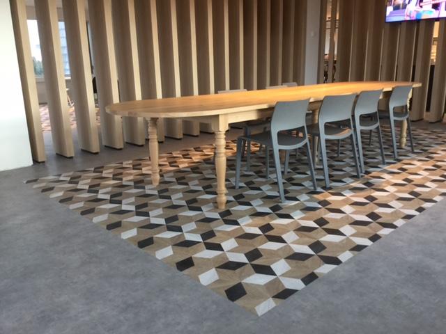 Creatieve combinaties in personeels restaurant telenet moduleo luxueuze vinylvloeren - Eigentijdse high end tapijten ...