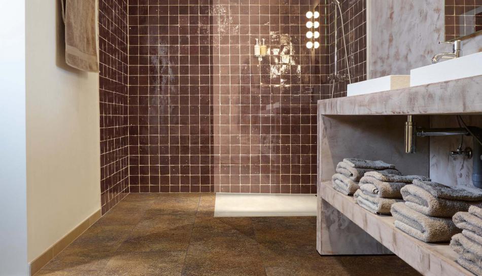 vinyle sol salle de bain galets sol et mur opus blanc. Black Bedroom Furniture Sets. Home Design Ideas